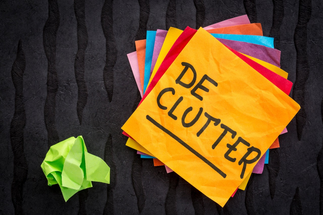 declutter reminder handwriting on a sticky note